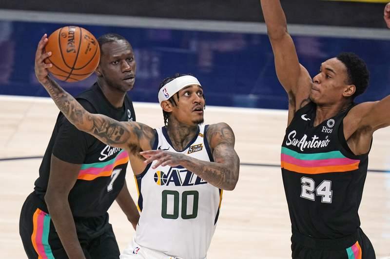 Jordan Clarkson scores 30 points, Jazz rout Spurs 126-94
