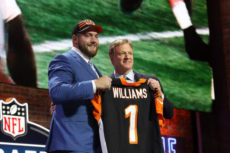 NASHVILLE, TN - APRIL 25:   Alabama tackle Jonah Williams and NFL Commissioner Roger Goodell during the first round of the 2019 NFL Draft on April 25, 2019, at the Draft Main Stage on Lower Broadway in downtown Nashville, TN.  (Photo by Michael Wade/Icon Sportswire via Getty Images)