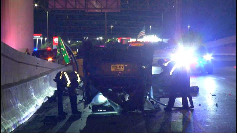 SAPD: Man in critical condition following rollover crash on I-10