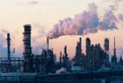 An oil refinery along the Houston Ship Channel. (Louis Vest)