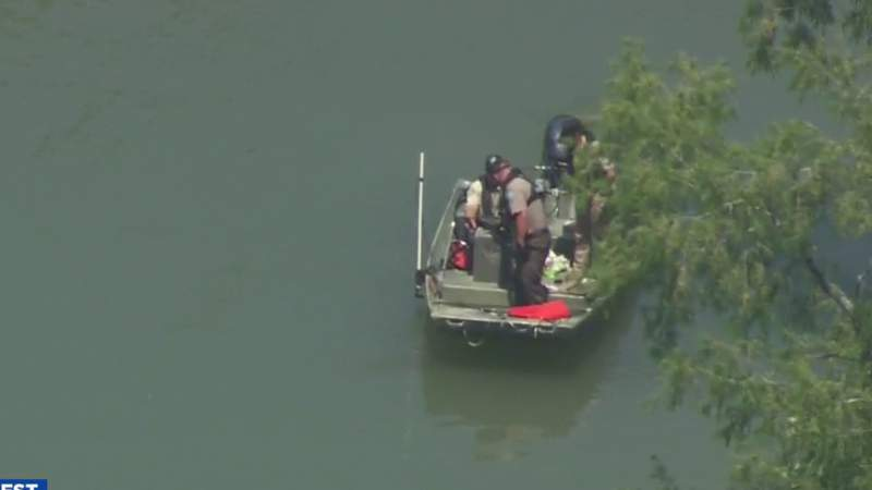 Divers find body of man in Guadalupe River