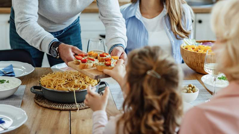 Parents should model healthy eating behaviors for their kids and let them quit eating when they're full.