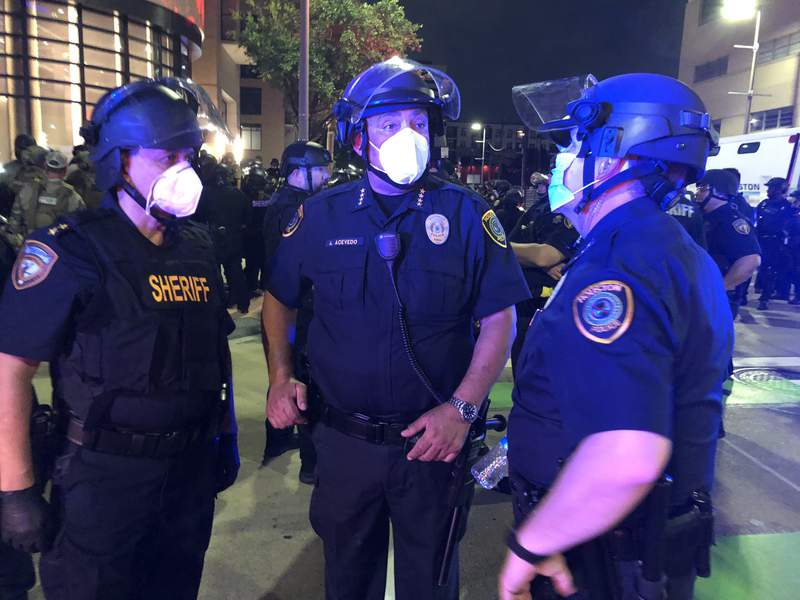 Second night of Houston demonstrations over the death of George Floyd, a black man who died after a white policeman kneeled on his neck for several minutes.