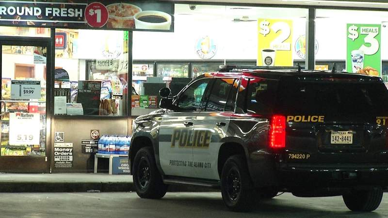 Men with handgun steal beer from West Side convenience store, police say