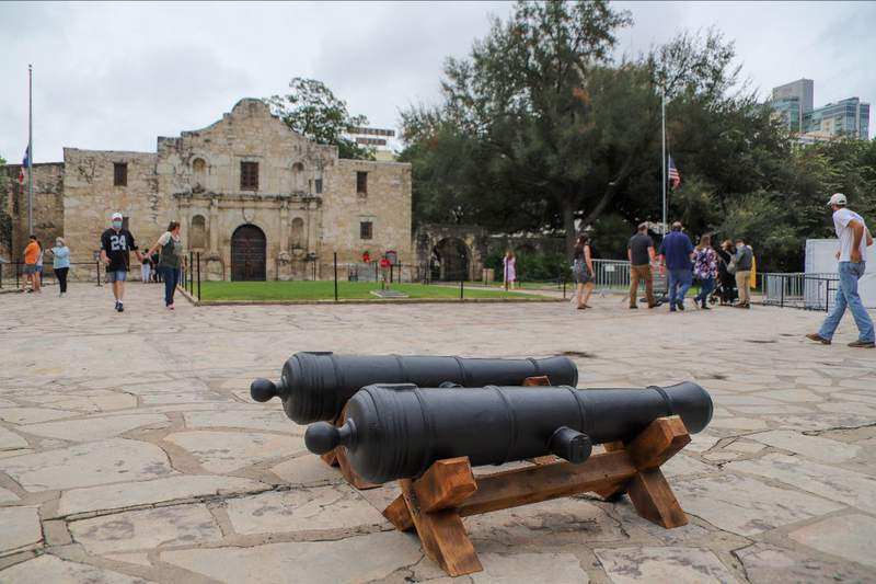 The first two Cannon replicas on display in Alamo Plaza.
