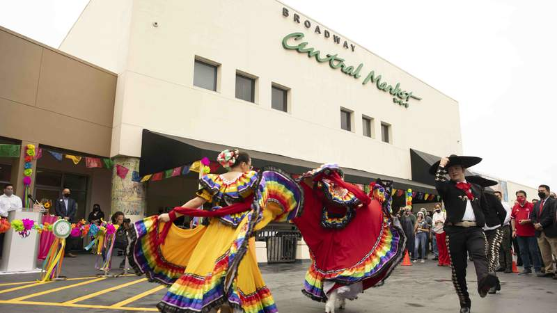 H-E-B Central Market celebrated the opening of curbside at the Broadway location on May 28, 2021.