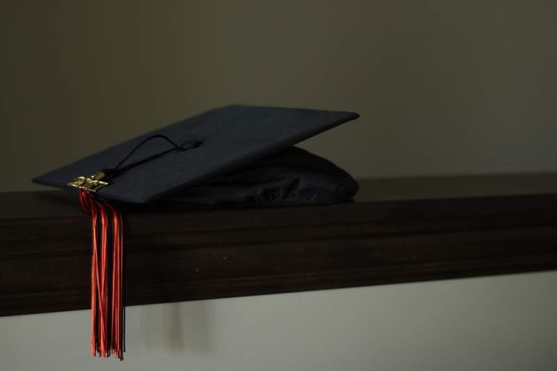 San Antonio high school grad throws glitter, reveals lingerie under gown at graduation ceremony