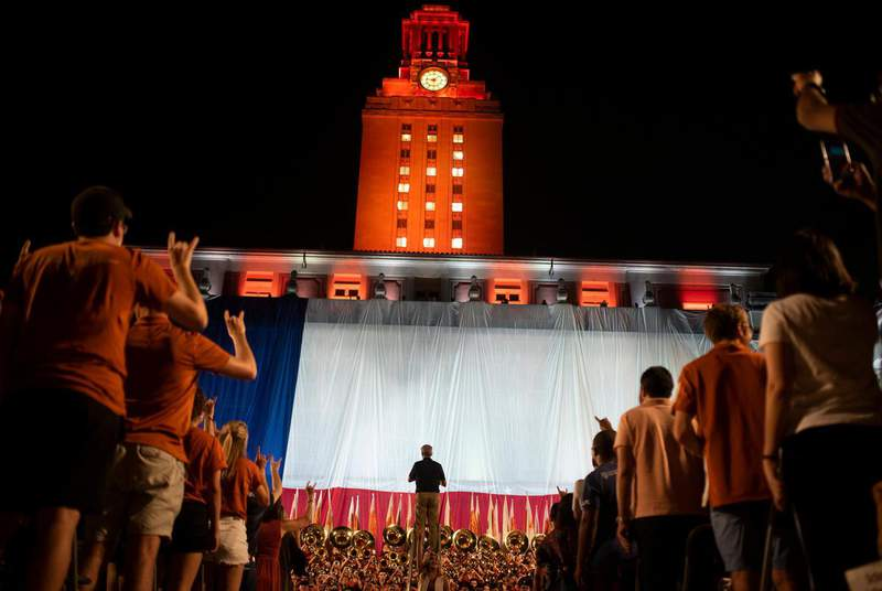 """Student tour guides at UT-Austin are going on strike this week over a debate about whether to remove a plaque in the Admissions Welcome Center with """"The Eyes of Texas"""" lyrics on it. (Credit: Eddie Gaspar/The Daily Texan)"""