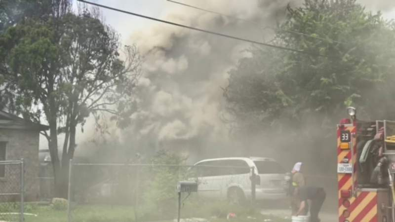 WATCH: Double house fire, heavy smoke prompts large firefighter response on West Side